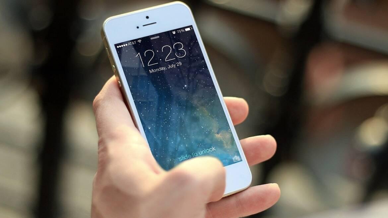 Come essere educati anche con un telefono in mano